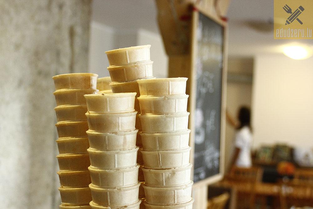 Skrīveru mājas saldējums